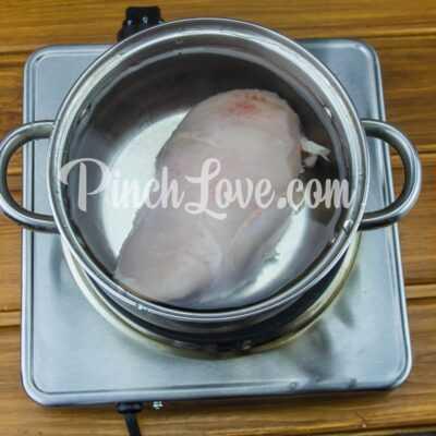 Легкий салат из курицы, сыра, кукурузы и яиц - шаг 1-1