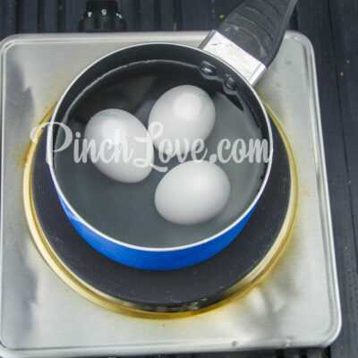 Рулет из лаваша с твердым сыром и яйцом - шаг 1-1