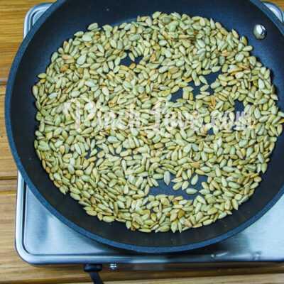 Козинаки из подсолнечных семечек - шаг 1-2
