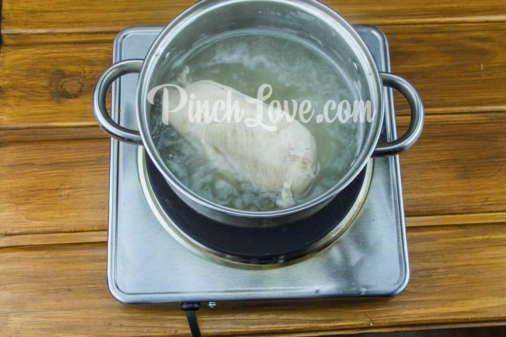 Легкий салат из курицы, сыра, кукурузы и яиц - шаг 2