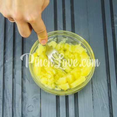 Запеченный картофель дольками - шаг 2-1