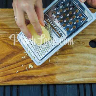 Рулет из лаваша с твердым сыром и яйцом - шаг 3-2