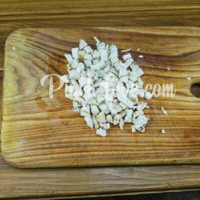 Легкий салат из курицы, сыра, кукурузы и яиц - шаг 4-1