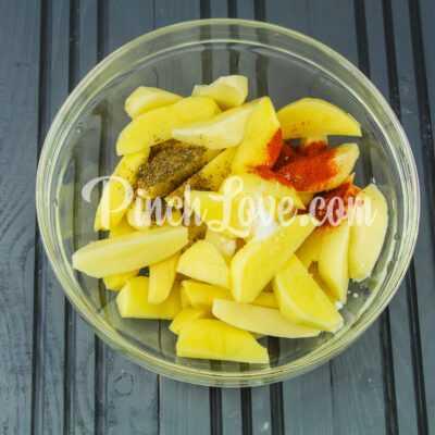 Запеченный картофель дольками - шаг 4-1