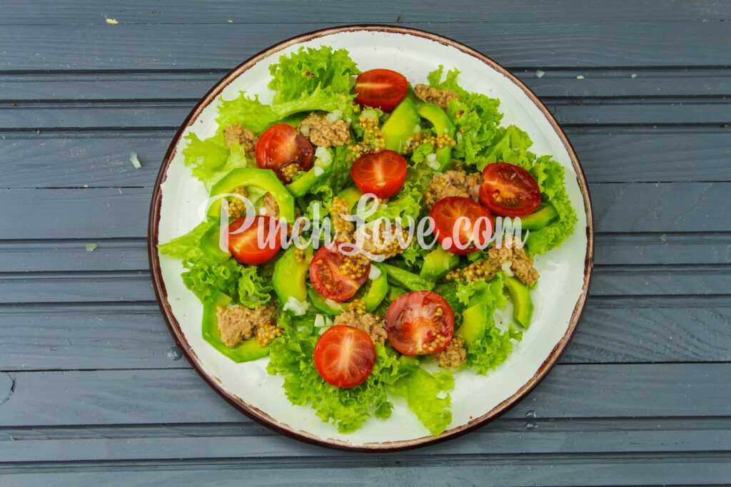 Салат с авокадо и тунцом - шаг 4