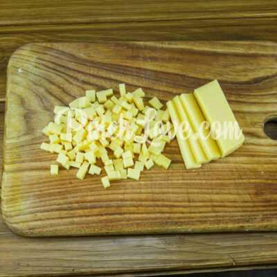 Легкий салат из курицы, сыра, кукурузы и яиц - шаг 4-3