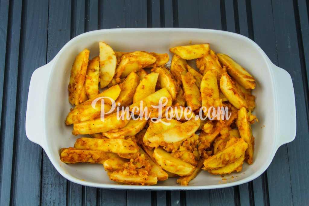 Запеченный картофель дольками - шаг 5