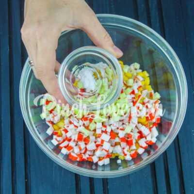 Салат из крабовых палочек, риса и кукурузы - шаг 5-1