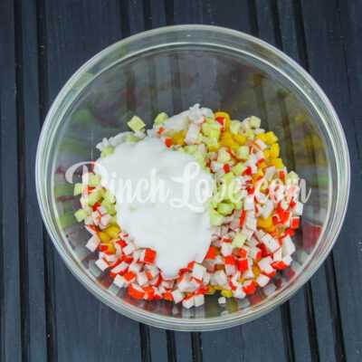Салат из крабовых палочек, риса и кукурузы - шаг 5-3