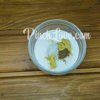 Легкий салат из курицы, сыра, кукурузы и яиц - шаг 6-1
