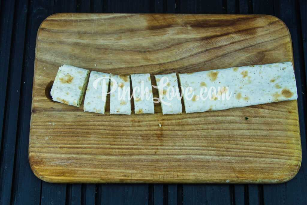 Рулет из лаваша с твердым сыром и яйцом - шаг 8
