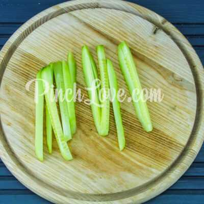 Роллы с крабовыми палочками, огурцом и сливочным сыром - шаг 1-2