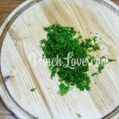 Сметанный соус с солеными огурцами - шаг 1-2