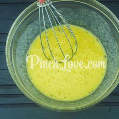 Омлет с цветной капустой, черри и сыром - шаг 1-2