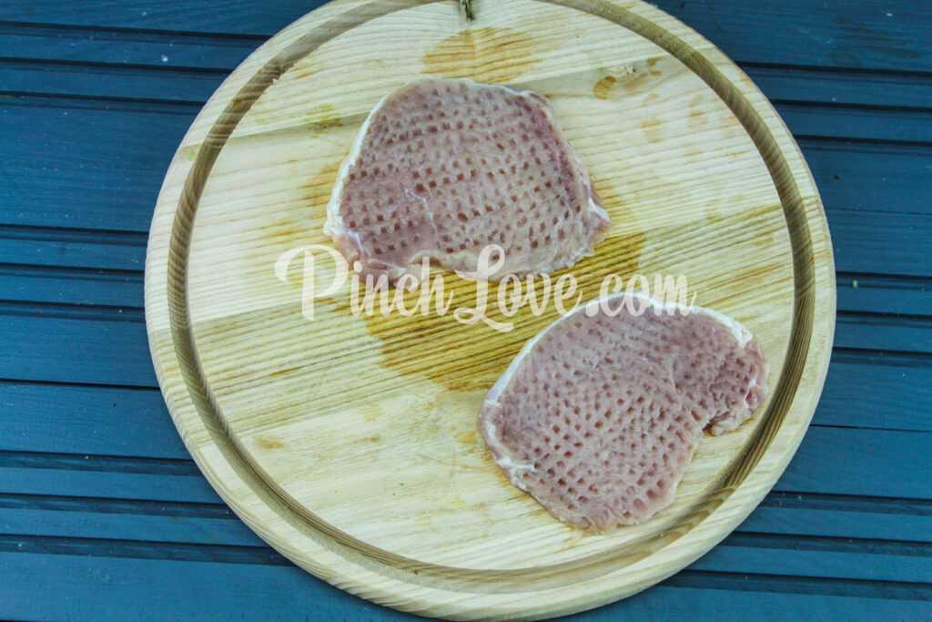 Свинина с грибами и сыром в духовке - шаг 3
