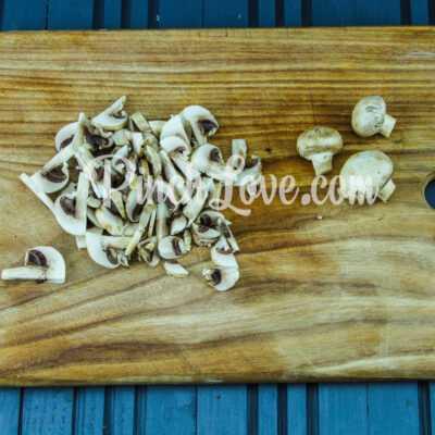 Жульен с курицей, сыром и грибами - шаг 2-1