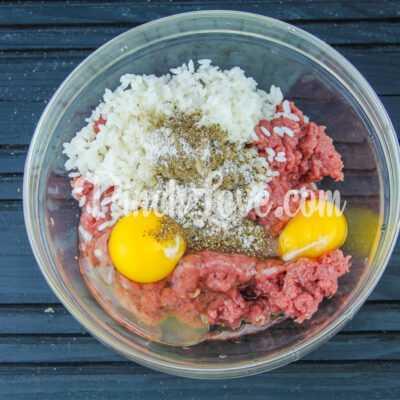 Тефтели в томатно-сметанном соусе - шаг 2-1
