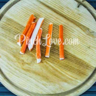 Роллы с крабовыми палочками, огурцом и сливочным сыром - шаг 2-1