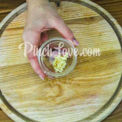 Салат из свеклы и маринованных огурцов - шаг 2-2