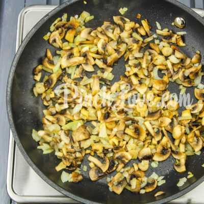 Жульен с курицей, сыром и грибами - шаг 3-2