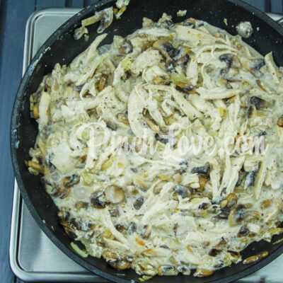 Жульен с курицей, сыром и грибами - шаг 4-2