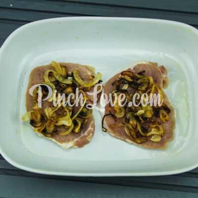 Свинина с грибами и сыром в духовке - шаг 5-1