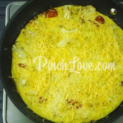 Омлет с цветной капустой, черри и сыром - шаг 5-1
