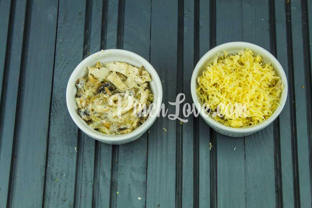 Жульен с курицей, сыром и грибами - шаг 5