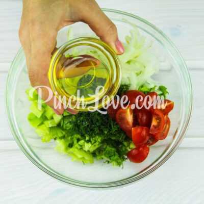 Салат из листьев салата, перепелиных яиц и помидора черри - шаг 7-1