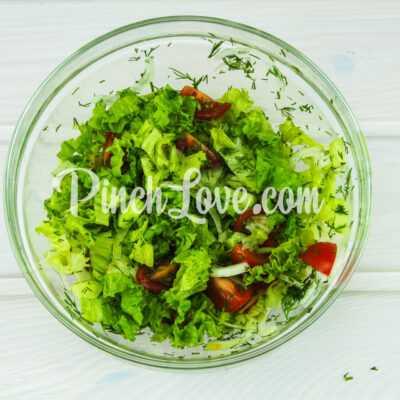 Салат из листьев салата, перепелиных яиц и помидора черри - шаг 7-2