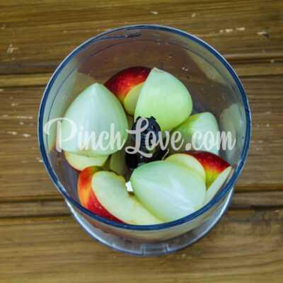 Куриные котлеты с яблоком, запечённые в духовке - шаг 2-1
