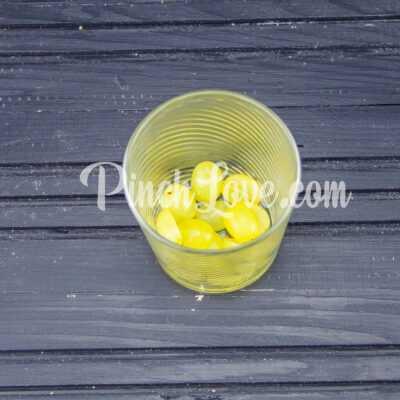 Фруктовый салат из банана и винограда - шаг 3-1