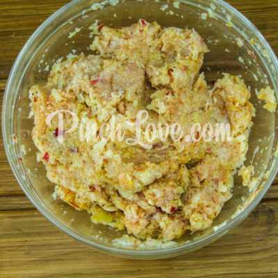 Куриные котлеты с яблоком, запечённые в духовке - шаг 3-2