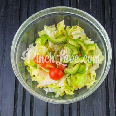 Салат из авокадо, айсберга и помидоров Черри - шаг 2-1