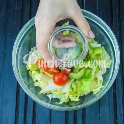 Салат из авокадо, айсберга и помидоров Черри - шаг 2-2