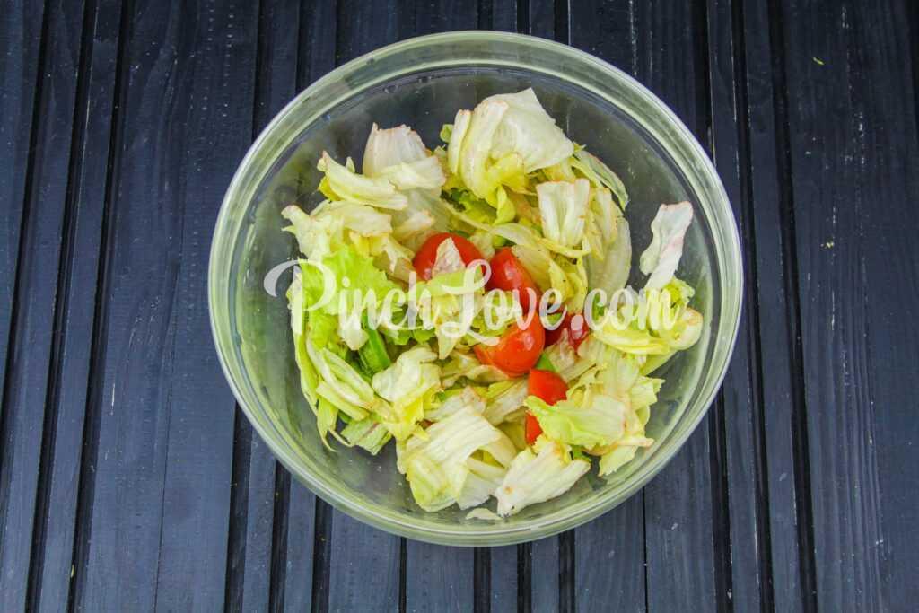 Салат из авокадо, айсберга и помидоров Черри - шаг 4