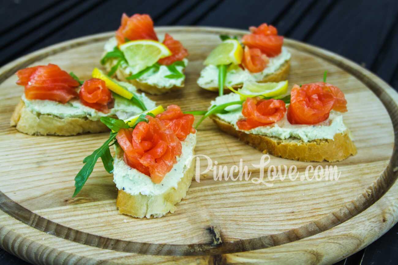 Бутерброд с семгой и авокадо