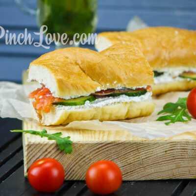 Сэндвич с красной рыбой и творожным сыром