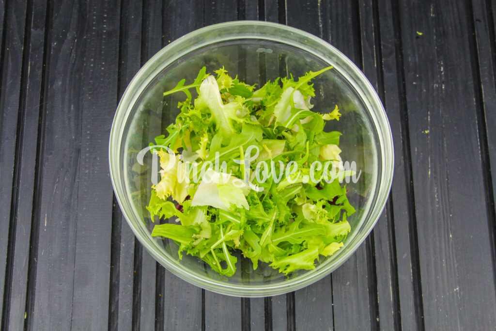 Микс салат с оливками и томатами черри - шаг 1