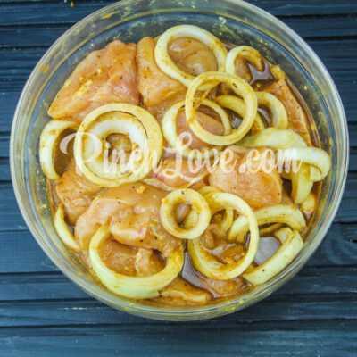 Куриный шашлык в маринаде из соевого соуса - шаг 3-1