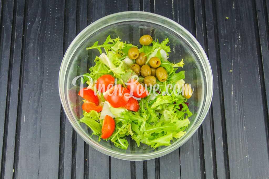 Микс салат с оливками и томатами черри - шаг 3