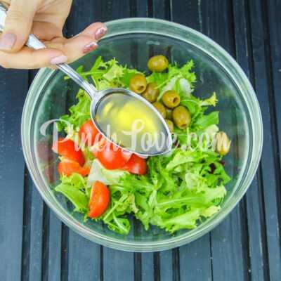 Микс салат с оливками и томатами черри - шаг 4-1