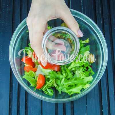 Микс салат с оливками и томатами черри - шаг 4-2
