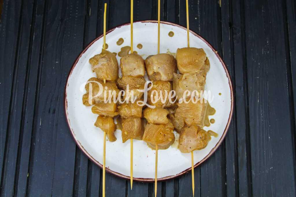 Шашлычки из куриного филе на сковороде - шаг 5