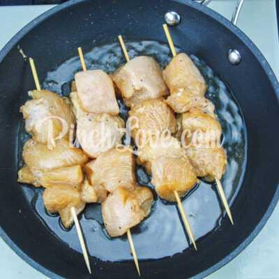 Шашлычки из куриного филе на сковороде - шаг 6-1