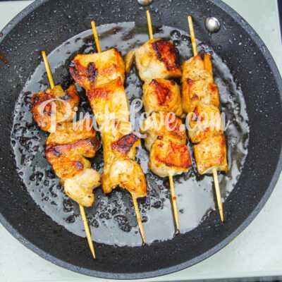 Шашлычки из куриного филе на сковороде - шаг 6-2