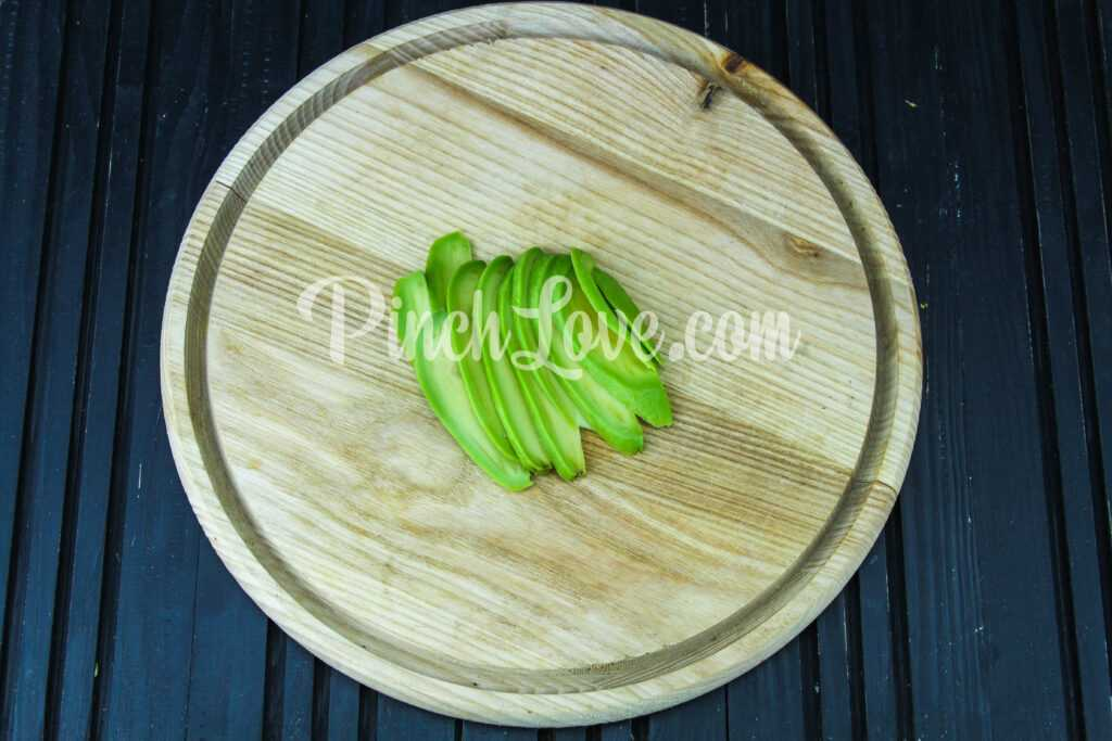 Паштет из авокадо и творога - шаг 1