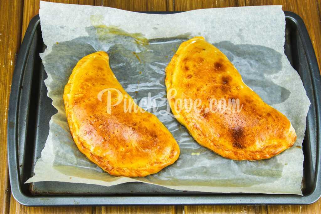 Кальцоне с колбасой и сыром - шаг 10