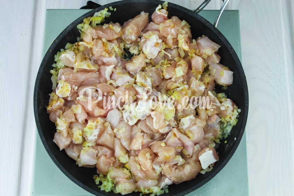 Макароны с курицей в томатном соусе - шаг 3-1