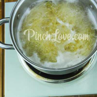 Макароны с колбасой в томатном соусе - шаг 4-1